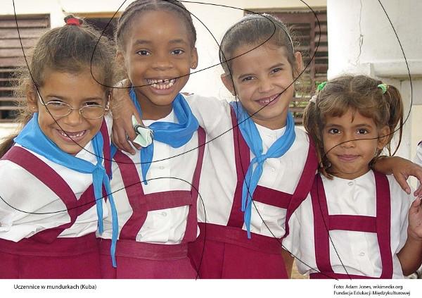 Uczennice wmundurkach (Kuba)